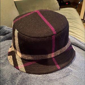 Woolen hat in Burberry plaid